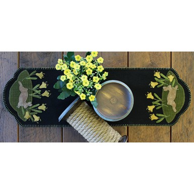 Daffodil Dance Table Runner
